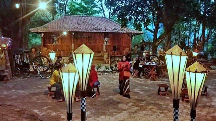 Nikmati Lezatnya Kuliner Tradisional Sunda dan Suasana Hutan di Leuweung Seni Purwakarta