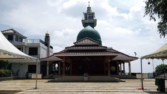 Wisata Religi Masjid Baiturrahman Gegerbitung Sukabumi Ditutup, Pedagang Tak Dapat Pemasukan
