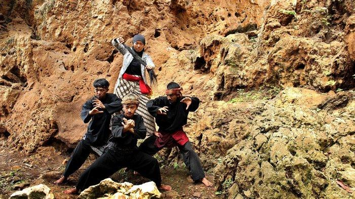 Prosesi Nyekar Tawasulan untuk Menggairahkan Kembali Wisata ke Gua Pawon di Kabupaten Bandung Barat