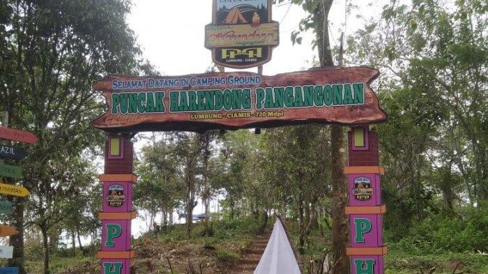 Menyambut diperpanjangnya kembali PPKM Level 3 mulai Selasa (10/8) objek wisata Puncak Harendong Pangangonan kibarkan bendera putih