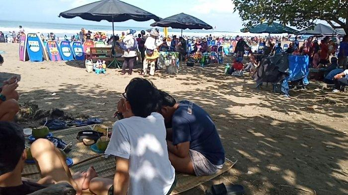Pantai barat Pangandaran kembali dipadati wisatawan, Minggu (19/9/2021)