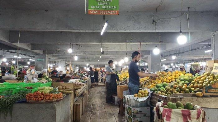 Penjualan Buah-buahan di Pasar Kosambi Bandung Anjlok Akibat Larangan Makan di Restoran dan Kafe