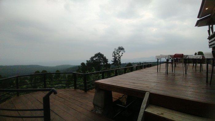 Puncak Robin (Puro) di perbatasan Desa Cibodas, Kecamatan Palabuhanratu dan Desa Sukamaju, Kecamatan Cikakak, Kabupaten Sukabumi
