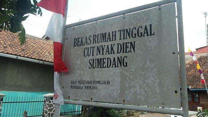Papan petunjuk rumah Cut Nyak Dien di Sumedang