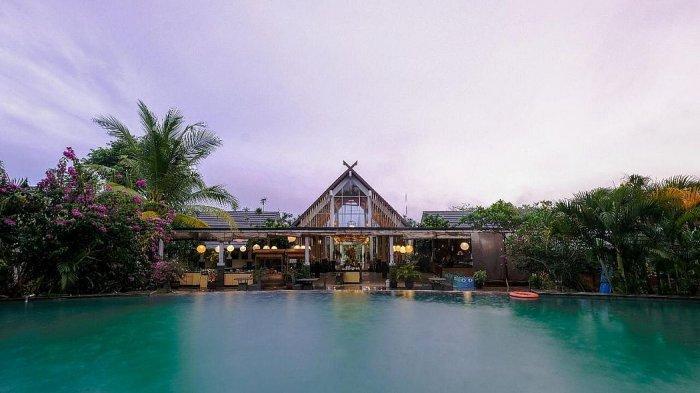 Kolam renang di Rumah Kito Resort Hotel Jambi by Waringin Hospitality