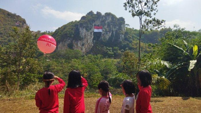 Sang Merah Putih Membentang di Keindahan Tebing Karang Hawu, Padalarang, Kabupaten Bandung Barat