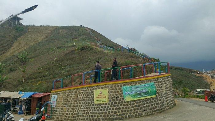 Suasana objek wisata Terasering Panyaweuyan Majalengka yang dibuka kembali pasca-PPKM Level 3, Sabtu (11/9/2021)