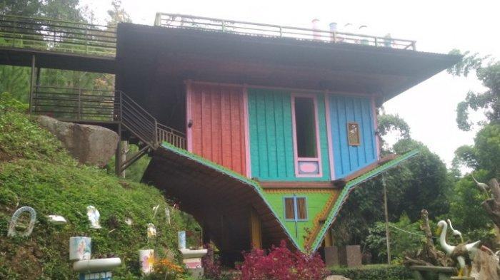 Rumah Antigravitasi Khas Indonesia Favorit Pengunjung di Objek Wisata Kawasan Dago Atas