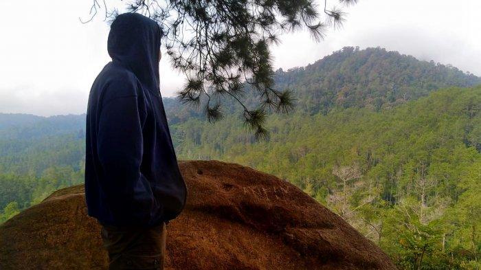 Pesona Bukit Batu Belang di Cikidang, Lembang, Tempat Keramat Berpemandangan Indah