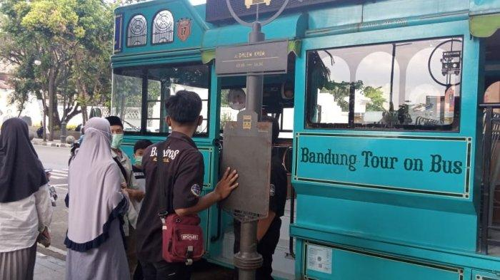 Nikmatnya Ngabuburit Sambil Berkeliling Kota Bandung Pakai Bus Bandros