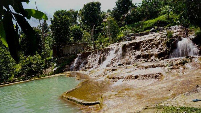 Berenang dan Berendam Sehat di Pemandian Air Panas Curug Cipanas Nagrak Lembang, Tiketnya Murah