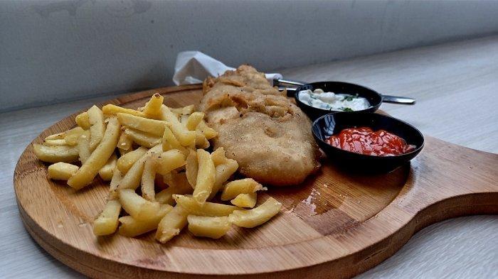Menu Fish and Chips Berbahan Ikan Dori Ini Menjadi Menu Favorit di Kafe Bernuansa Pantai di Bandung