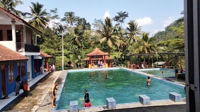 Kolam renang air panas di Desa Subang, Kecamatan Subang, Kabupaten Kuningan