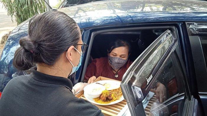 Layanan makan di Mobil Everjoy Cafe, Bandung