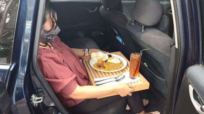 Layanan makan di mobil di  Everjoy Cafe, Jalan Bahureksa No 3 Kota Bandung