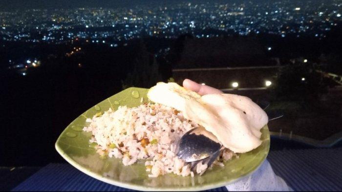 Menyantap Nasi Goreng Kampung Sambil Menyaksikan Indahnya Kota Bandung dari Ketinggian 1.400 MDPL