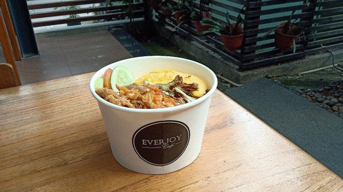 Nasi ayam geprek Everjoy Cafe