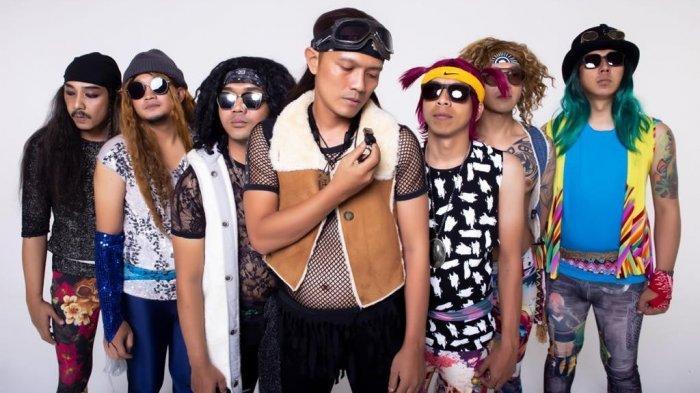 Orkes Pemuda Suka Klabing (PSK) yang sebagian personelnya merupakan cabutan dari band-band Bandung yang pernah sukses
