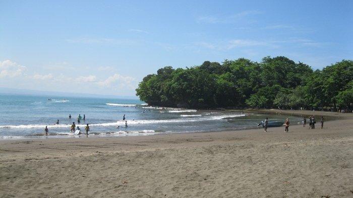Suasana Pantai Batukaras di Kabupaten Pangandaran sebelum ada pandemi Covid-19