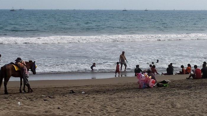 Hari Pertama Pascapenutupan Sementara, Pantai Citepus Tetap Dikunjungi Wisatawan. .