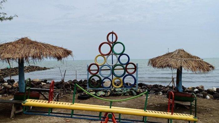 Pantai Tirta Ayu di Kecamatan Balongan, Kabupaten Indramayu