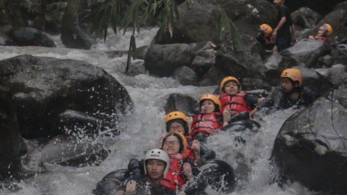 Sensasi Seru di River Tubing Cikadongdong Majalengka, Asyiknya Rame-rame Bermain di Arus Sungai