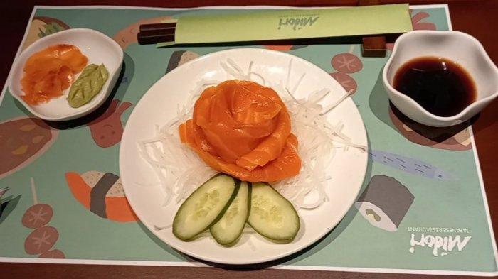 Menu Salmon Sashimi Ini Jadi Andalan Resto Midori, Dibuat dari Daging Salmon Segar Berkualitas