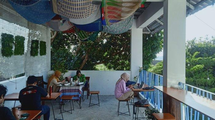 Menikmati Kopi Seperti di Santorini Yunani Sambil Memandang Gunung Tangkuban Parahu
