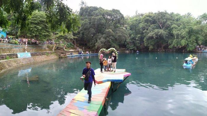 Main Ayunan, Terapi Ikan, Naik Perahu, atau Berenang di Talaga Cicerem, Ikan-ikan Terlihat Jelas