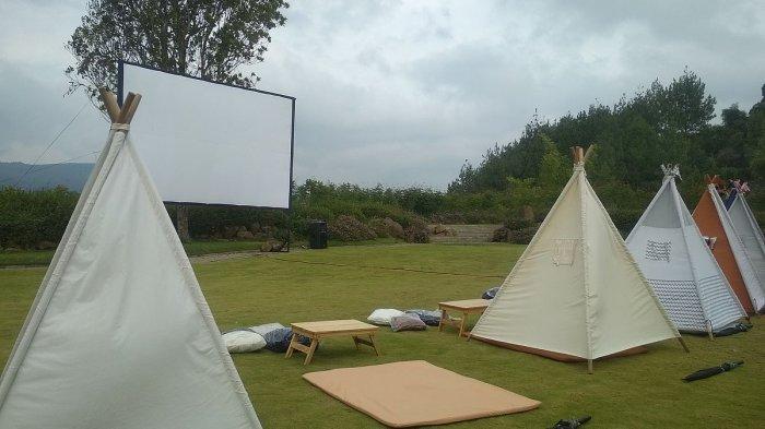 Menonton Film di Tenda di Bawah Bintang,Hadirkan Nuansa Pegunungan dengan Pemandangan Kota