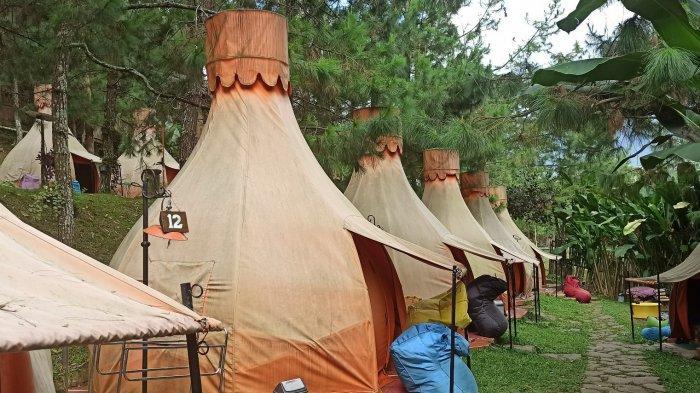 Area kemping ala hutan di The Lodge Maribaya