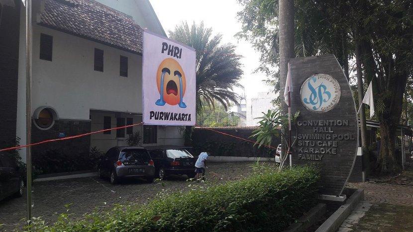 PHRI Purwakarta  Akhirnya Pasang Bendera Putih Tanda Menyerah Akibat PPKM yang Berlanjut.