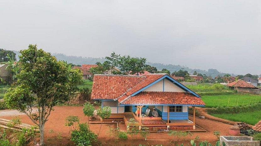 Menikmati Nasi Merah di Tengah Kesegaran Alam Hamparan Sawah di Saung Kawangi Tanjungsari Sumedang.