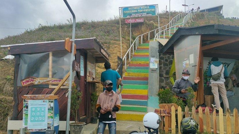 Objek Wisata Terasering Panyaweuyan di Majalengka Belum Dipadati Pengunjung Meski Sudah Buka