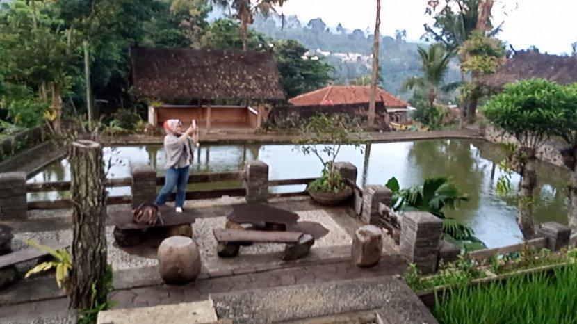 Hadirkan Budaya Sunda dan Suasana Alam nan Syahdu di Wisata Alam Santosa, Cimenyan