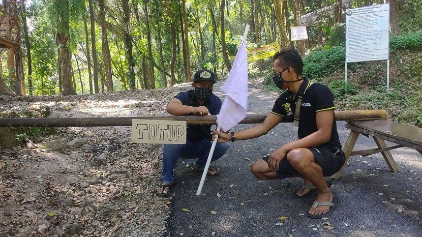 Pengelola Objek Wisata Bukit Sanghyang Dora Majalengka Kibarkan Bendera Putih Sebagai Tanda Frustasi