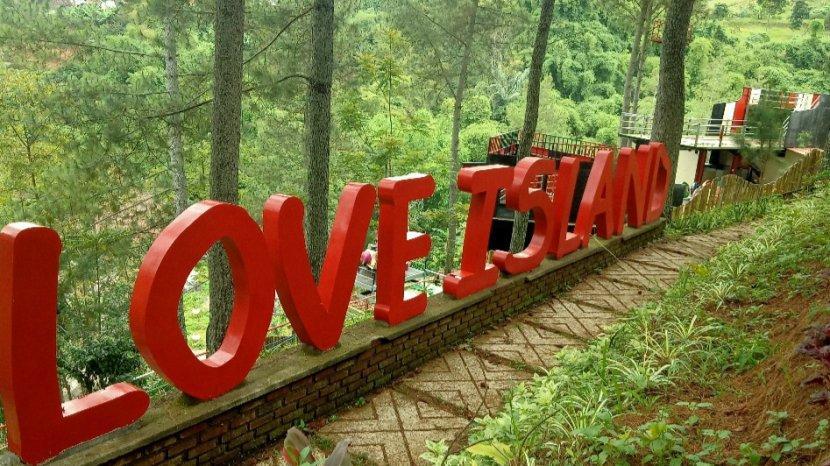 Spot-spot Foto Romantis dengan Hamparan Pemandangan Cantik di Kesejukan Bandung Utara