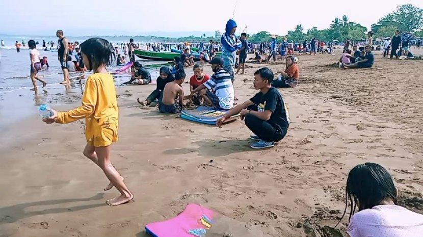 Pantai Barat dan Timur Pangandaran Jadi Pilihan Wisatawan karena Harganya Ekonomis dan Bikin Happy