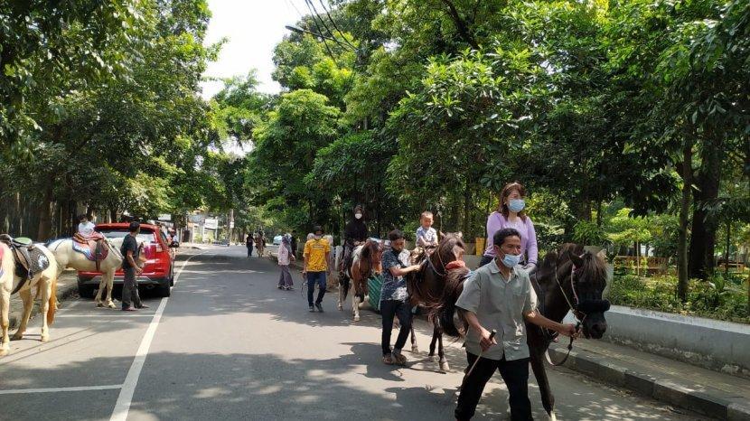 Wisata Menunggang Kuda di Taman Cilaki Kota Bandung Belum Ramai Pengunjung