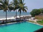 Menikmati Indahnya Samudra Hindia di La Plage Cisolok, Palabuhanratu. Nuansa Liburan Ala Bali