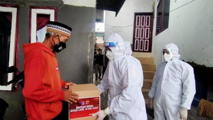 Kegiatan bansos Covid-19 oleh jajaran Polres garut diimpin Kapolres AKBP Wirdhanto Hadicaksono