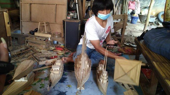 Aep Saepudin, Sosok Penyandang Difabel yang Kreatif di Tengah Pandemi, Membuat Berbagai Kerajinan