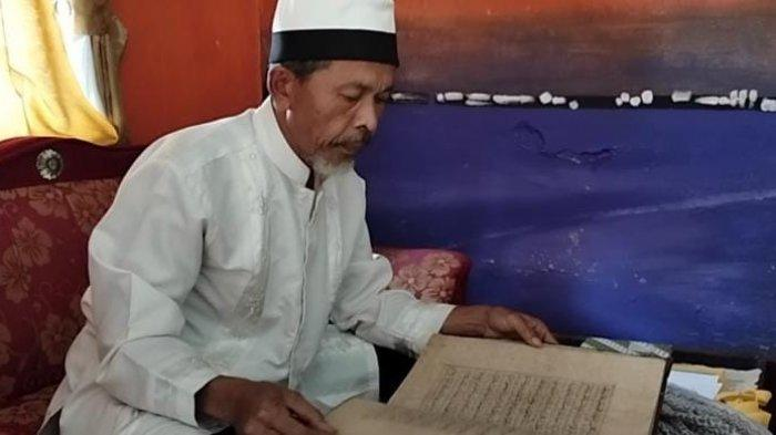 Al -Qur'an Berusia Ratusan Tahun di Majalengka Terbuat dari Kulit Kayu, Disimpan di Lemari Teratas