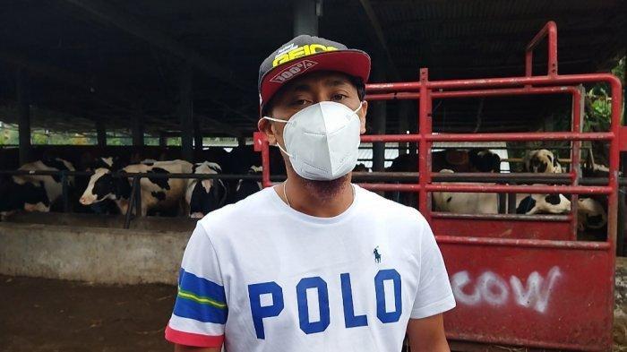 Ana Gugum (40) peternak sapi sekaligus pedagang sapi asal Kampung Sukamaju, RT 1/4, Desa Cibodas, Kecamatan Lembang, Kabupaten Bandung Barat (KBB).