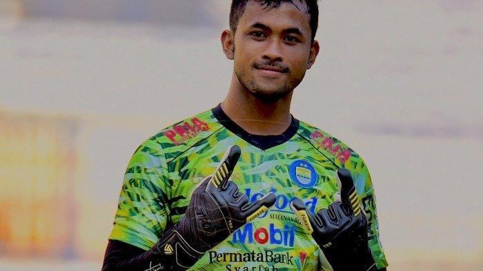 Muhammad Aqil Savik, Kiper Persib Bandung