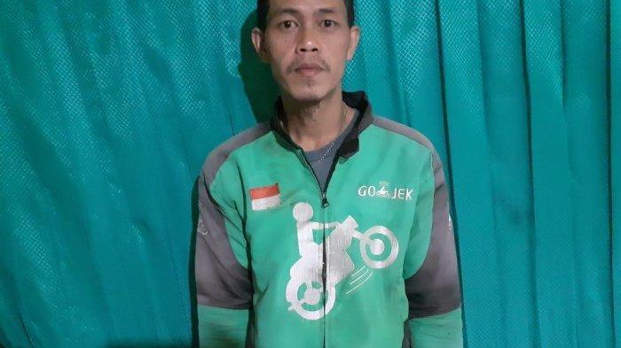 Sungguh Mulia Ari Jalliludin, Spontan Berikan Pakaian untuk ODGJ di Tegallega Bandung