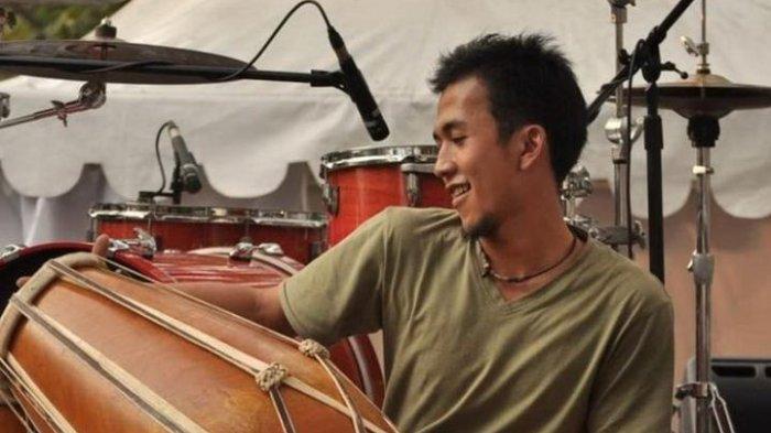 Berkat Konsisten Mendalami Alat Musik Kendang, Asep Ganjar Wiresna Meraih Gelar Doktor Seni Kendang