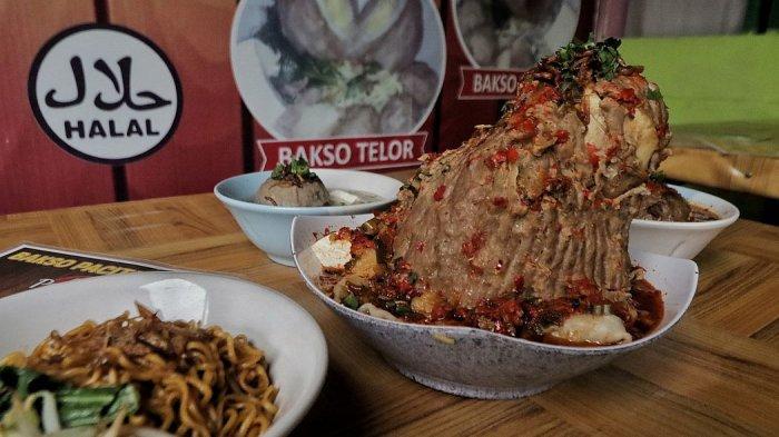 Menu favorit di warung Baso Pacitan Bu Is, bakso balung sumsum