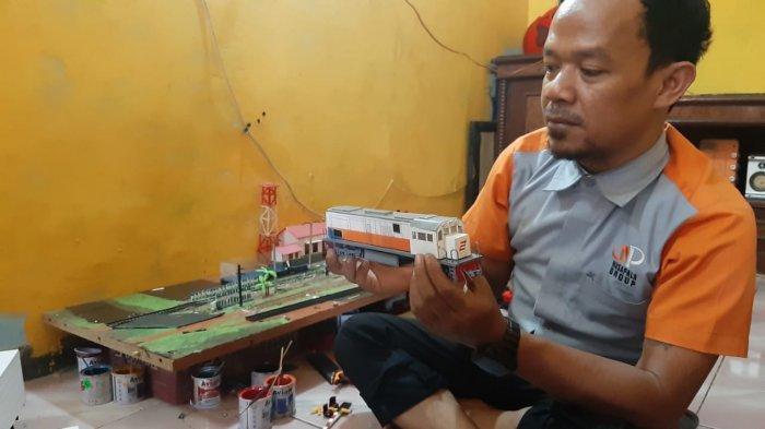 Di Tangan Jaelani Limbah Kabel Jadi Miniatur Mobil, Motor, Hingga Kereta Api dengan Stasiunnya