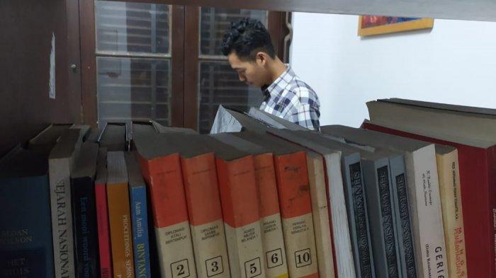 Dede Ahmad di Perpustakaan Gedung Indonesia Menggugat (GIM) Bandung